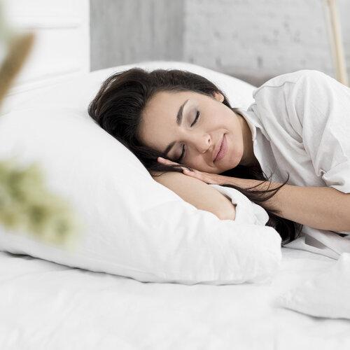 En kvinne som får sin skjønnhetssøvn